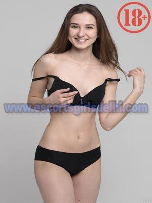 Rayna model